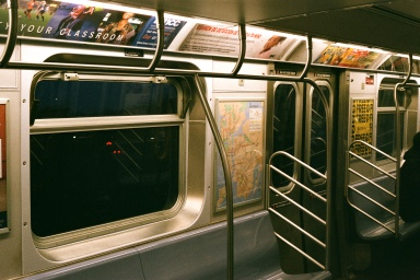 J-Train heading eastbound between Hewes St and Broadway/Myrtle Street Stations